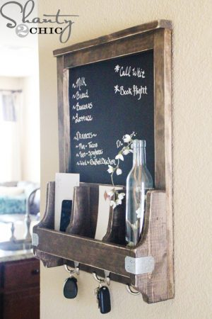 This diy chalkboard key and mail organizer is too cute! Repin if you want one!