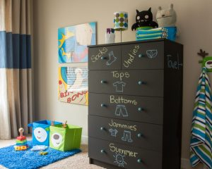 I love this chalkboard dresser. I want one for the boys' room! Repin!