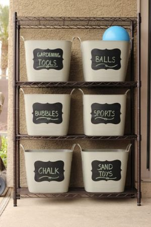 Use chalkboard labels on bins to store and organize items in your garage. Repin for later!