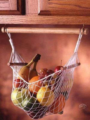 This fruit hammock would like nice in my kitchen. Repin if you agree!