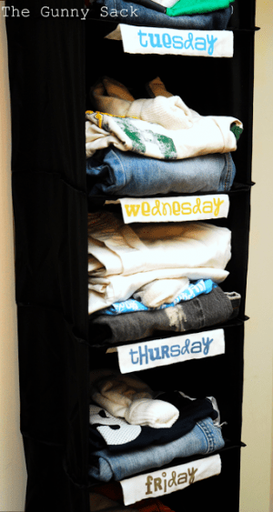 Plan out your kids outfits for the week by placing them in a labeled hanging closet organizer. Repin for later!