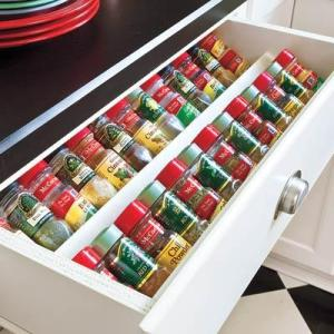 I need this spice storage drawer in my kitchen. Repin if you agree!