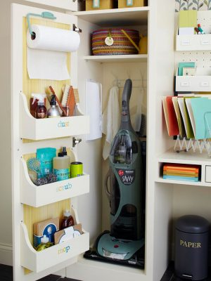 I love how organized this utility closet is. What a brilliant way to store your cleaning supplies. Repin!