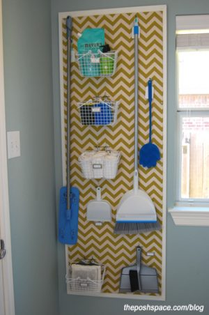 I really like this diy laundry room pegboard. Repin if you want one in your home!