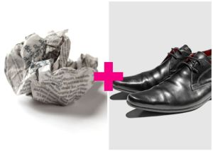 Use newspaper to quickly shine black leather shoes. Repin!