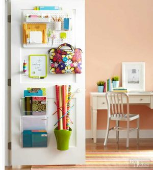 Use pegboard on your closet door to organize your essential bedroom items. Perfect for dorm rooms. Repin!