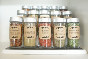 I want to label my spices like this! Repin if you agree!