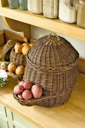 These vegetable storage wicker baskets are really nice. Repin if you want one in your kitchen!