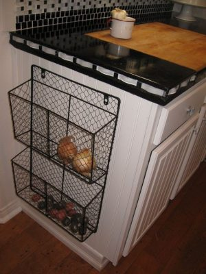Install wire baskets to the side of your kitchen counters to store your fruits and veggies. Repin if you want to try this!