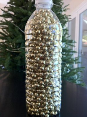 Store your garland in plastic bottles. This will help to prevent tangling until they are ready to be used again.