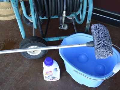 USE WOOLITE TO CLEAN YOUR EXTERIOR WINDOWS ON YOUR HOME