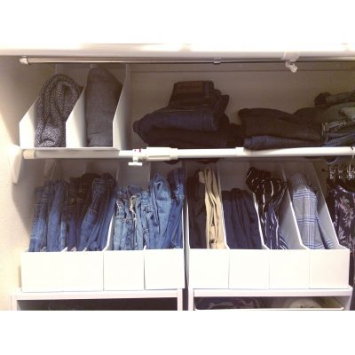 STORE AND ORGANIZE CLOTHES IN YOUR CLOSET WITH THIS SIMPLE HACK. I WANT TO TRY THIS LATER IN MY BEDROOM CLOSET. REPIN!