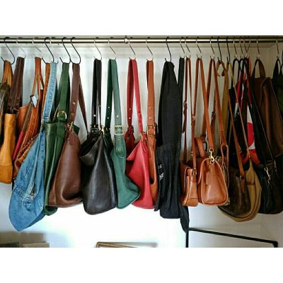 SHE ORGANIZES HER PURSES AND HANDBAGS LIKE THIS AND ITS AWESOME. I WANT TO TRY THIS LATER! REPIN!