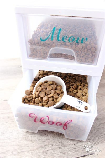 Love this pet food organizer with those pretty little labels!