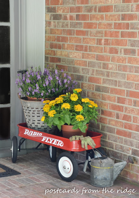 red wagon front porch decor - 7 Cheap and Easy DIY Porch Decor Ideas for Summer