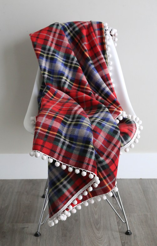 diy fleece blanket - 30+ Fall Craft Ideas to Make and Sell for Extra Money