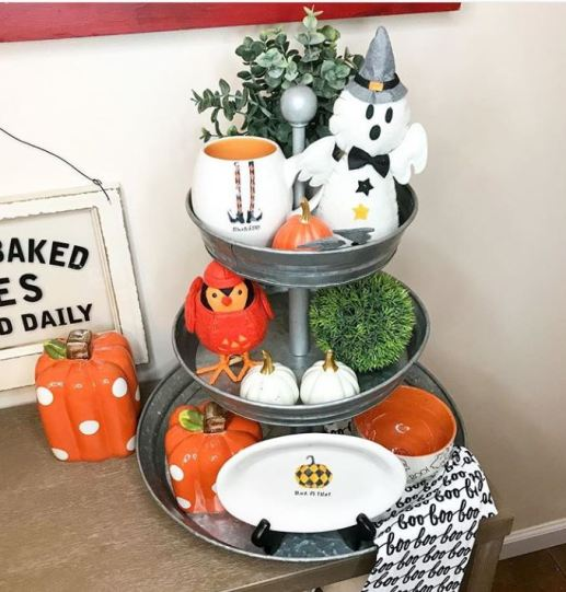 halloween tiered tray decor 2 - 19 Fabulous Halloween Tiered Tray Decor Ideas
