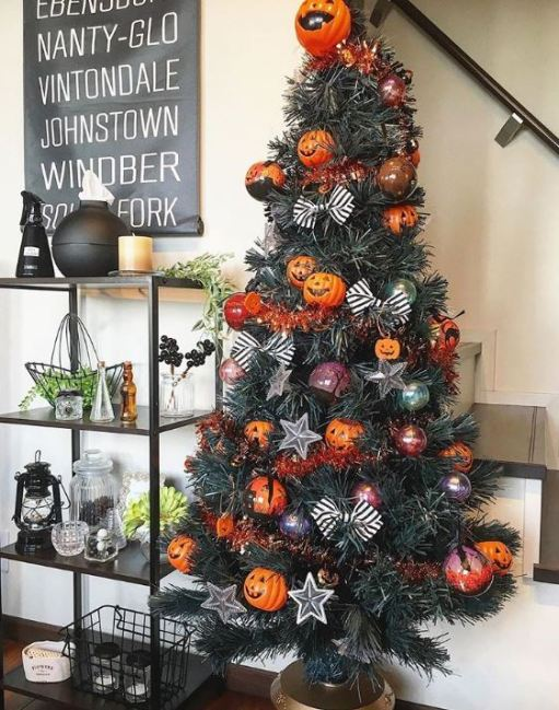 pumpkin theme halloween christmas tree - 18 Best Halloween Christmas Tree Decorating Ideas for 2019