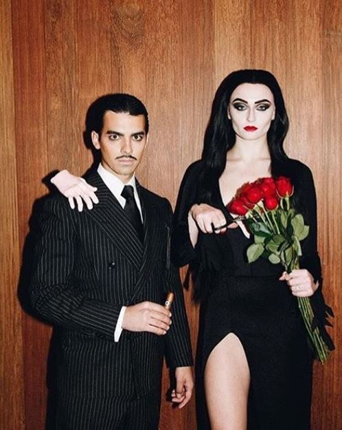 the addams family halloween costume - 50 Best Couples Halloween Costume Ideas for 2019