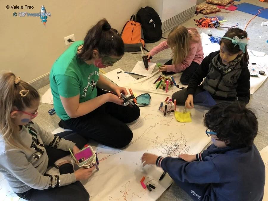 valeria cagnina e i dreamers costruiscono robot durante il laboratorio