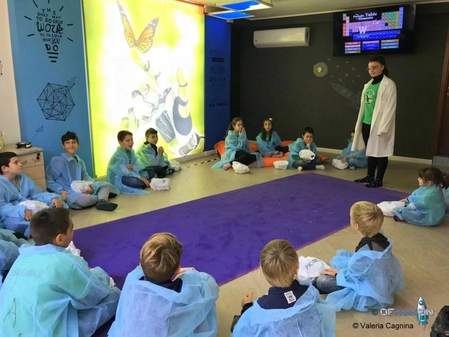 inaugurazione aula giocando con la scienza valeria cagnina
