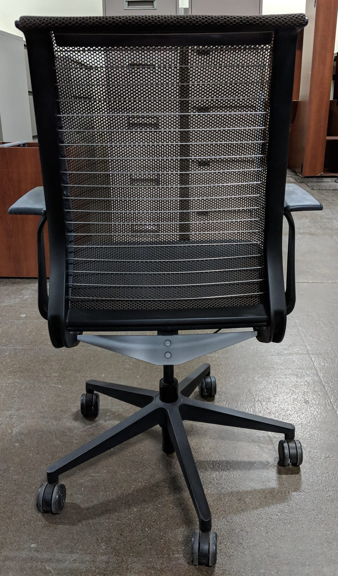 Steelcase Think Chair Pre Owned Steelcase Think Mesh Desk Chair