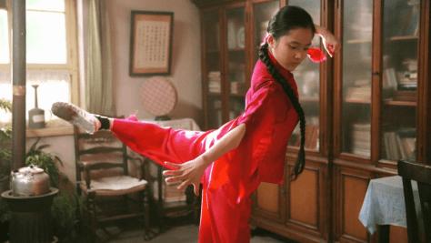 הבת רוקדת ריקוד קומוניסטי