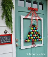 20+ Creative DIY Christmas Door Decoration Ideas