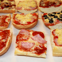 French Bread Pizzas: A Great Meal for a Crowd