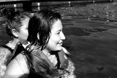 My two little sisters! Even they were convinced to join us for a splash =)