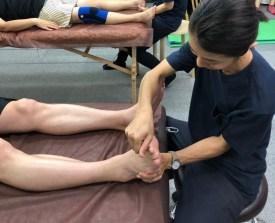 足の調整の写真