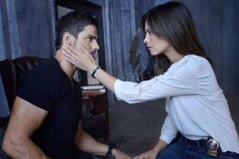 """Beauty and the Beast -- """"Who Am I?"""" -- Image Number: BB201a_0430.jpg – Pictured (L-R): Jay Ryan as Vincent and Kristin Kreuk as Catherine - Photo: Ben Mark Holzberg/The CW -- © 2013 The CW Network, LLC. All rights reserved."""