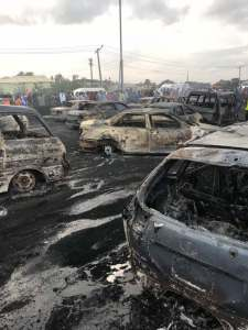 Read more about the article (+ PICTURES)ANOTHER TRAGIC DAY IN NIGERIA AS TANKER EXPLODES KILLING LOTS OF NIGERIANS