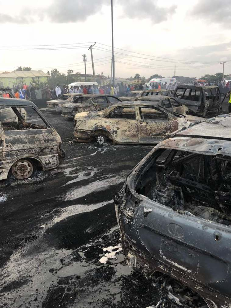 (+ PICTURES)ANOTHER TRAGIC DAY IN NIGERIA AS TANKER EXPLODES KILLING LOTS OF NIGERIANS
