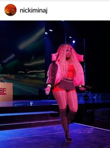 Read more about the article NICKI MINAJ'S SKIRT FALLS OFF WHILE PERFORMING IN POLAND