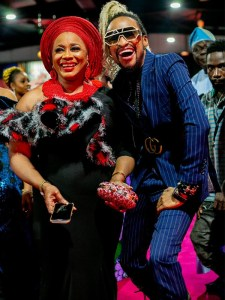 (EXQUISITE PICTURES ONLY!) RED CARPET MOMENTS AT THE JUST CONCLUDED AMA AWARDS!