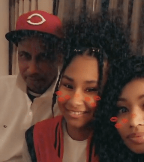 NICKI MINAJ SHARES PICTURES OF HER ENTIRE FAMILY. AWWWWW! THEY ARE SO CUTE! VIEW PICS HERE…