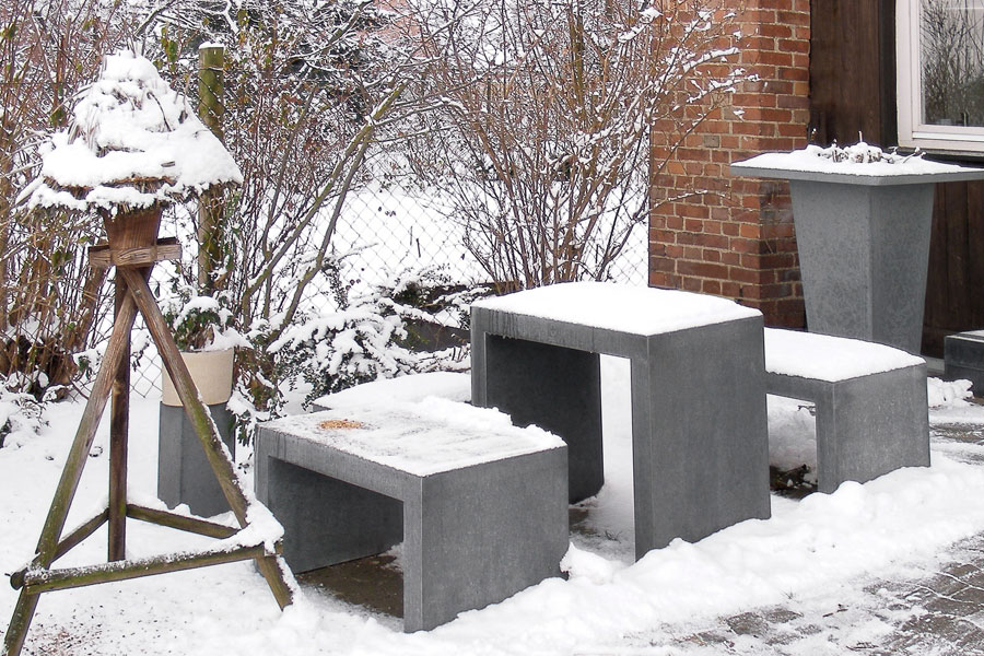 OGGI-Beton: Betonmöbel im Winter