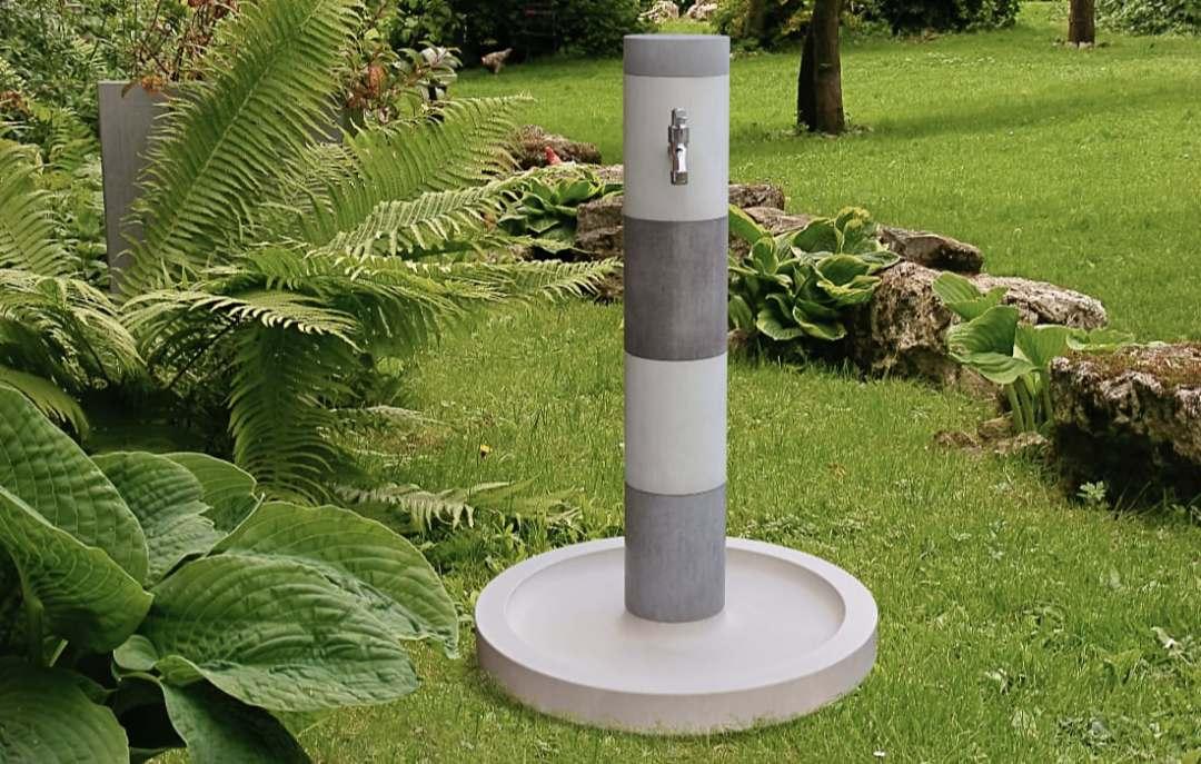 Wasserzapfsäule Ronda im Garten von Oggi Beton