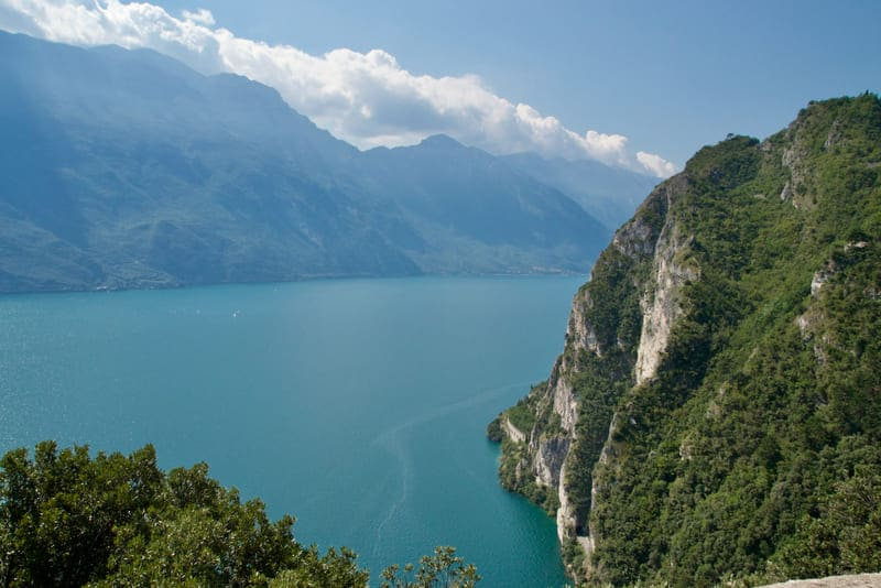 Il panorama sul Lago di Garda visto dal Sentiero del Ponale