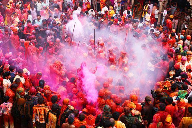 640px-Barsana_Holi_Festival