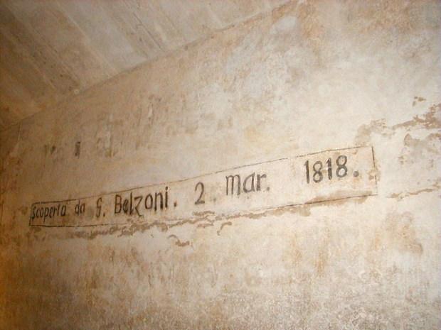 """La """"firma"""" di Belzoni all'interno della seconda piramide di Giza"""