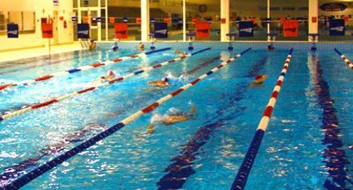 Abbracciata collettiva torna la maratona alle piscine comunali  Oggi Treviso  News  Il