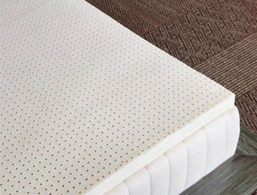 乳膠墊放在床上
