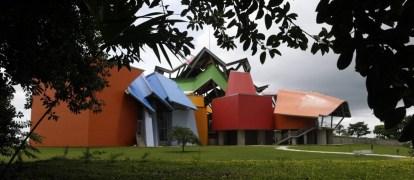 Vista geral do prédio do Biomuseo na Cidade do Panamá, base da Copa Airlines. Foto: CARLOS JASSO / REUTERS