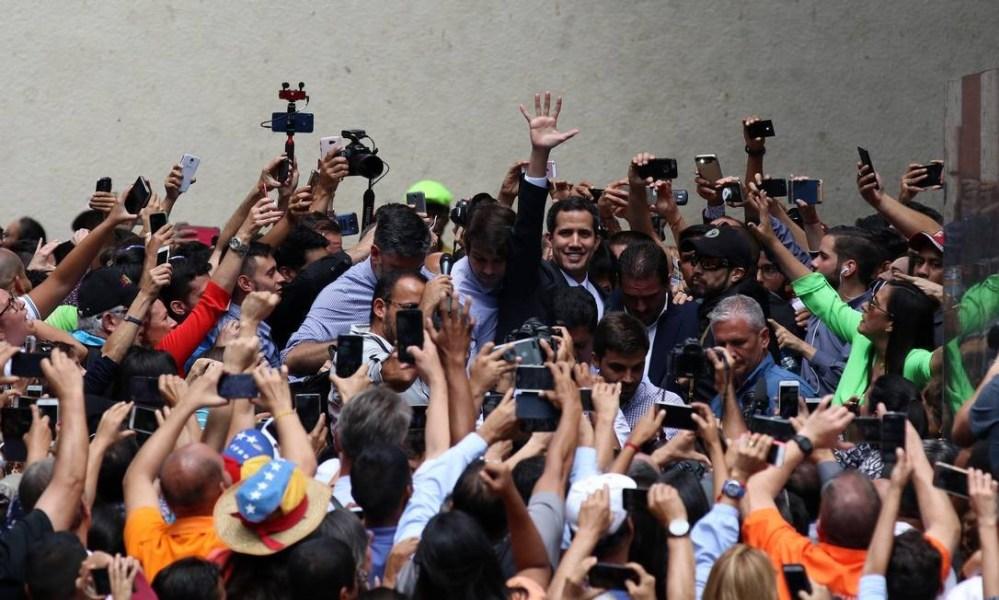 Entre os países que reconheceram a legitimidade de Guaidó estão Brasil, Argentina, Chile, Canadá, Estados Unidos e Colômbia. Na foto, Guaidó discursa em 25 de janeiro Lokman Ilhan / Anadolu Agency / Getty Images
