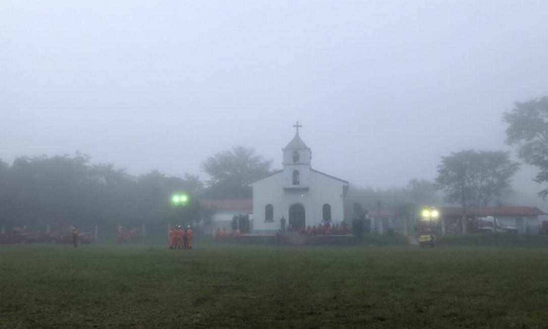Devido ao nevoeiro que atingiu a região, as equipes de resgate interromperam as buscas na manhã deste domingo porque não havia condição de pouso de helicópetros Márcia Foletto - Agência O Globo