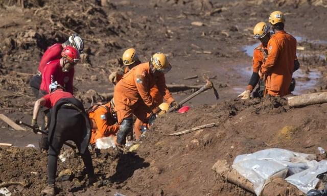 Os trabalhos de buscas no mar de lama de rejeitos em Brumadinho (MG) foi retomado na manhã desta terça-feira com o apoio do Corpo de Bombeiros de Minas e de tropas israelenses, que trabalham de forma integrada deste a última segunda-feira Márcia Foletto / Agência O Globo