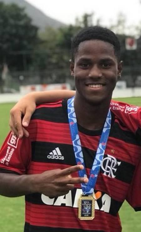 Samuel foi campeão carioca sub-15 com o Flamengo em 2018 Foto: Reprodução