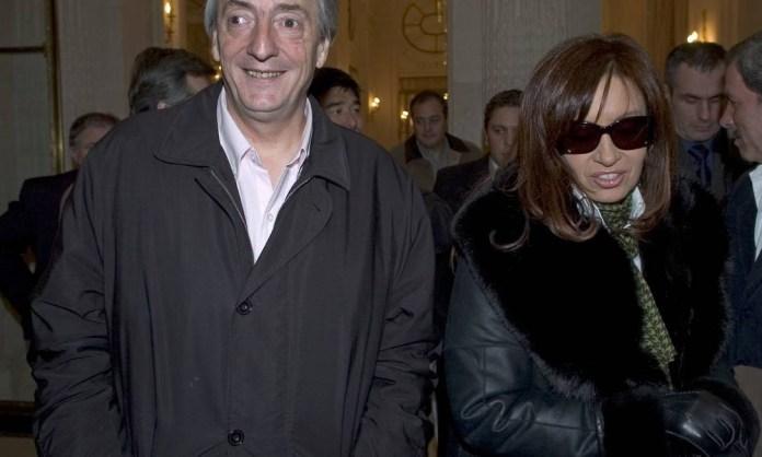 Nestor Kirchner, então presidente argentino, e sua esposa e senadora Cristina Kirchner Foto: Horacio Villalobos / Corbis via Getty Images